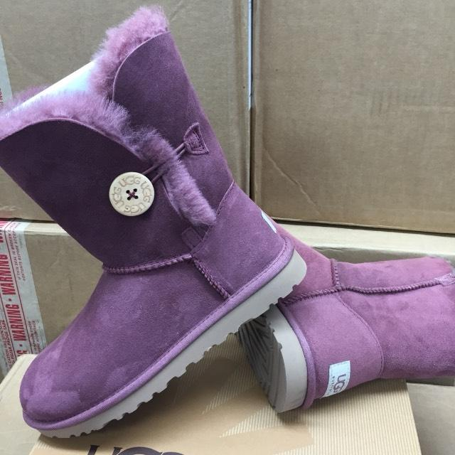 Bailey button plum/wine model #5803 reg $170 now $ 130 size 5 and 9