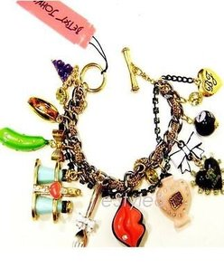 Betsey Johnson Betsey Johnson Charm Toggle Bracelet First Date Marilyn Lips Kiss B03308