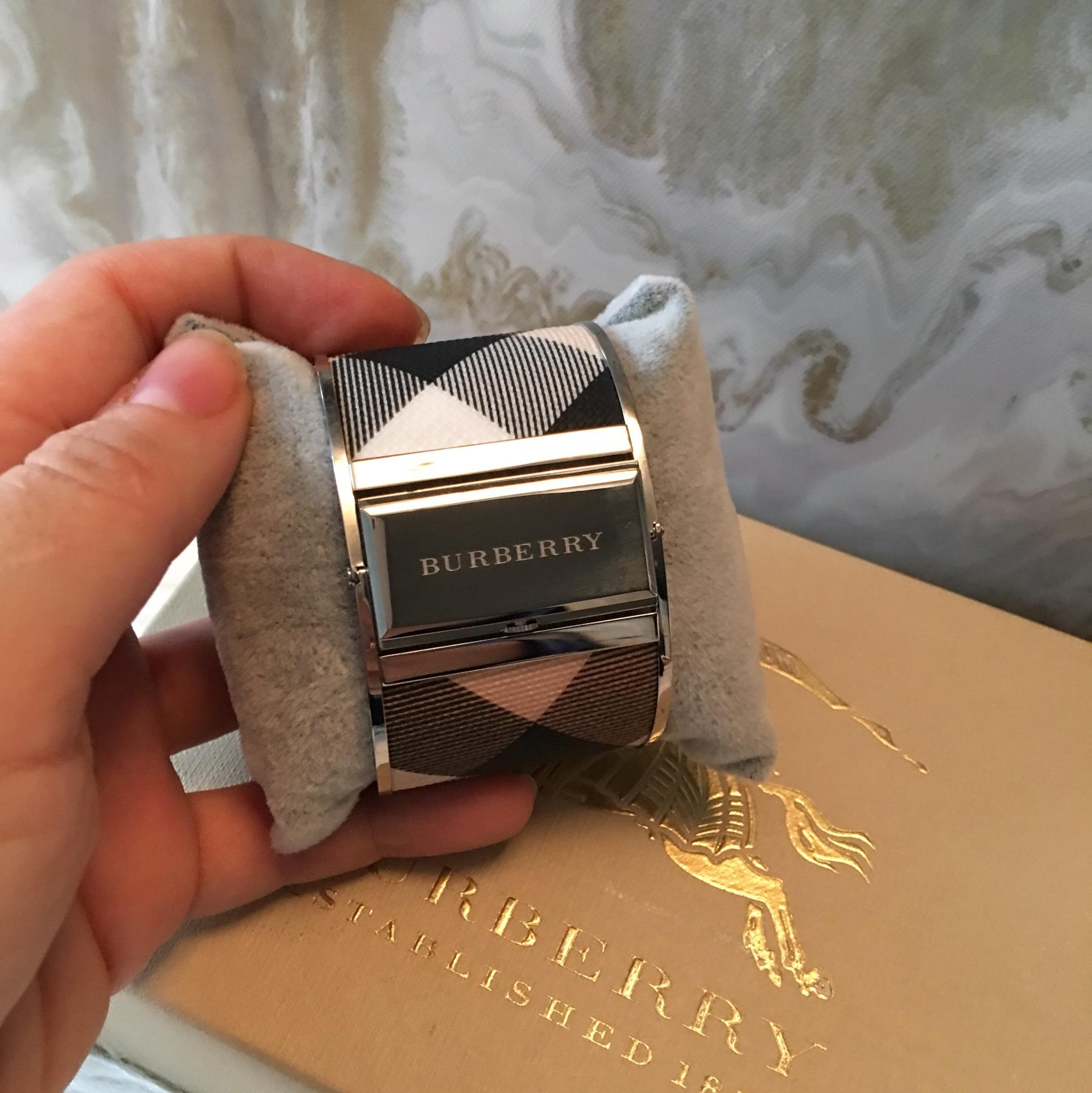 burberry bangle watch