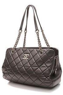 Chanel Quilted Calfskin Tote in Black