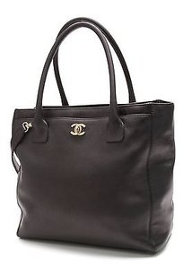Chanel Calfskin Leather Tall Cerf Tote in Black