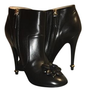 Chanel Chic Leather Lambskin black Boots