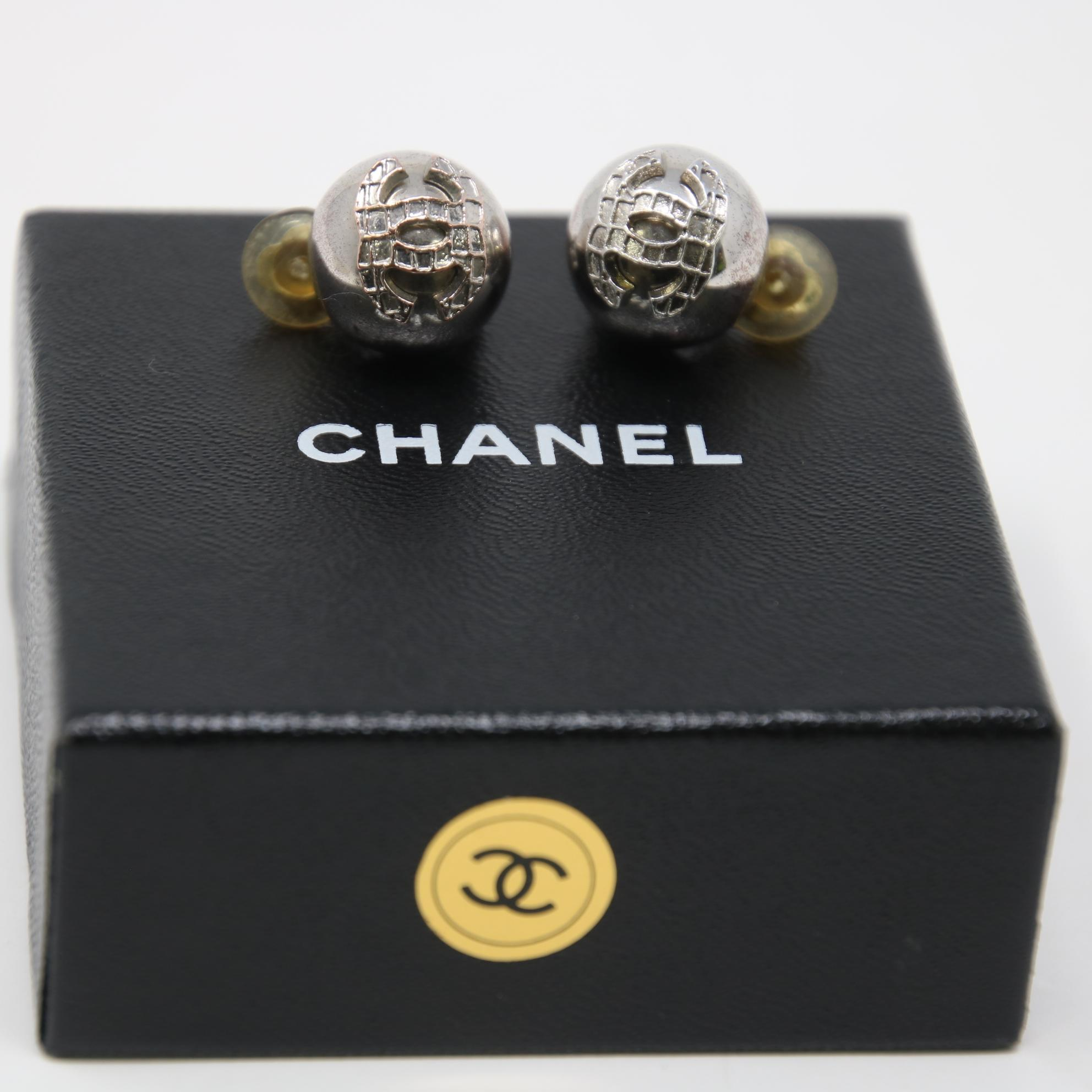 chanel silver signature grid cc clip on earrings