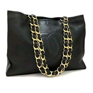 Chanel Tote in Black logo CC