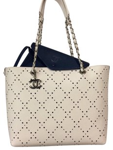 Chanel Tote in white, navy blue