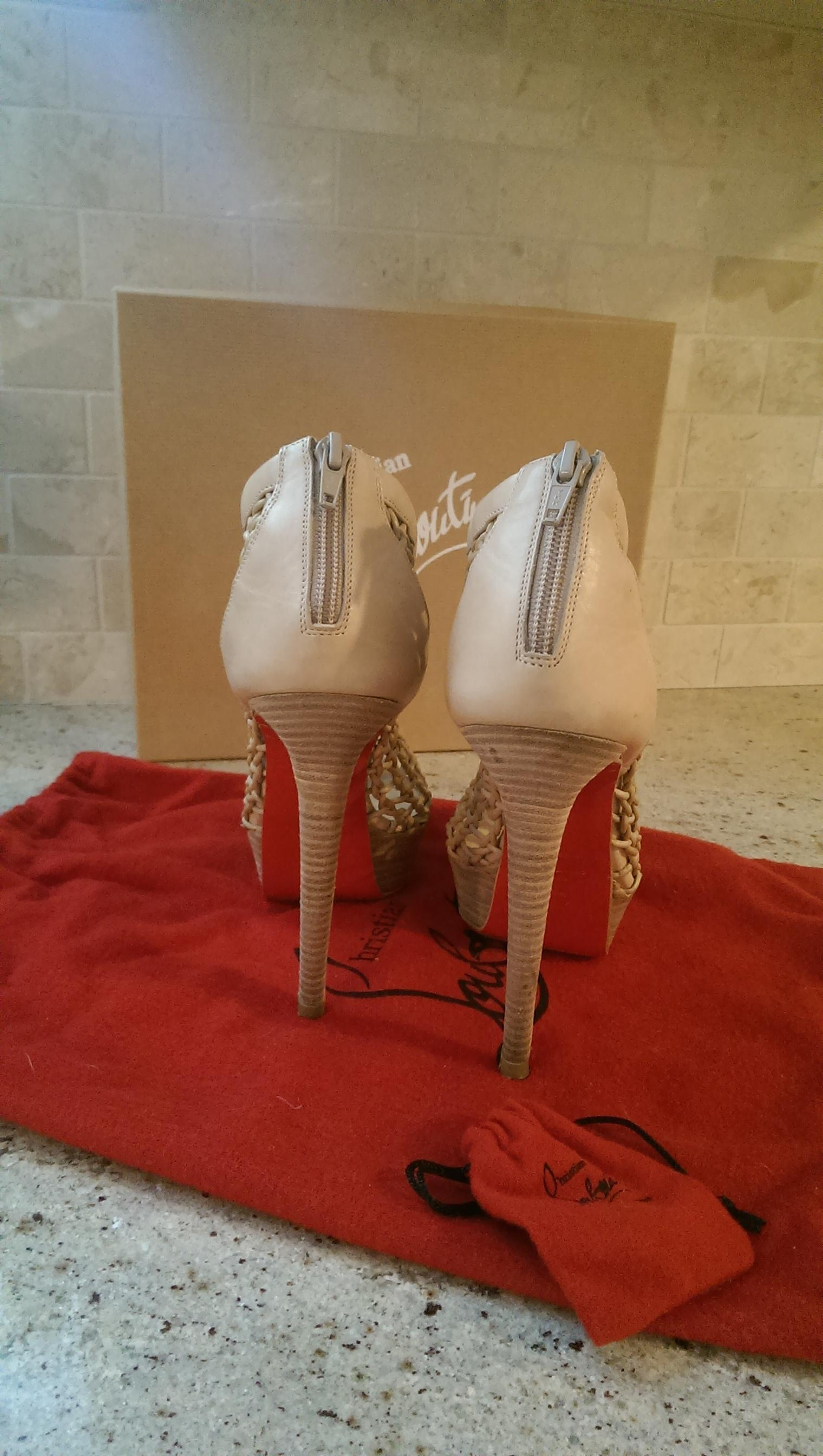 new product 41c31 2beaa Christian Louboutin Beige Coussin Boots/Booties Size Size ...