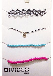 Divided by H&M choker set