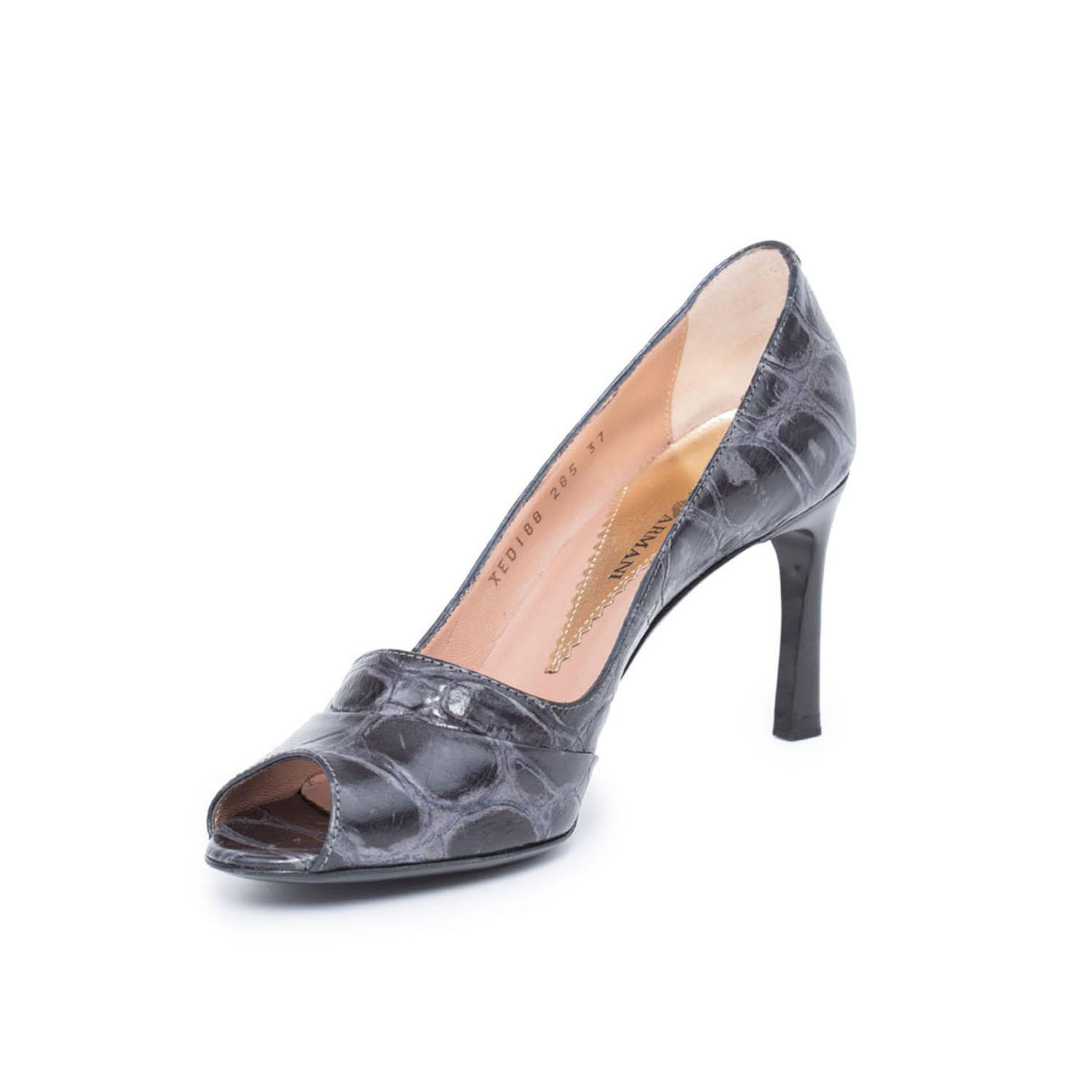 Emporio Armani Embossed Pointed-Toe Pumps clearance 2014 unisex with mastercard online buy cheap looking for sale browse clearance with mastercard Tlh36EOO