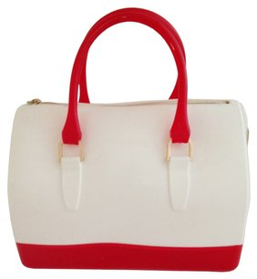 Tote in red and white