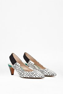 French Connection white and black motif with kelly green accent Pumps