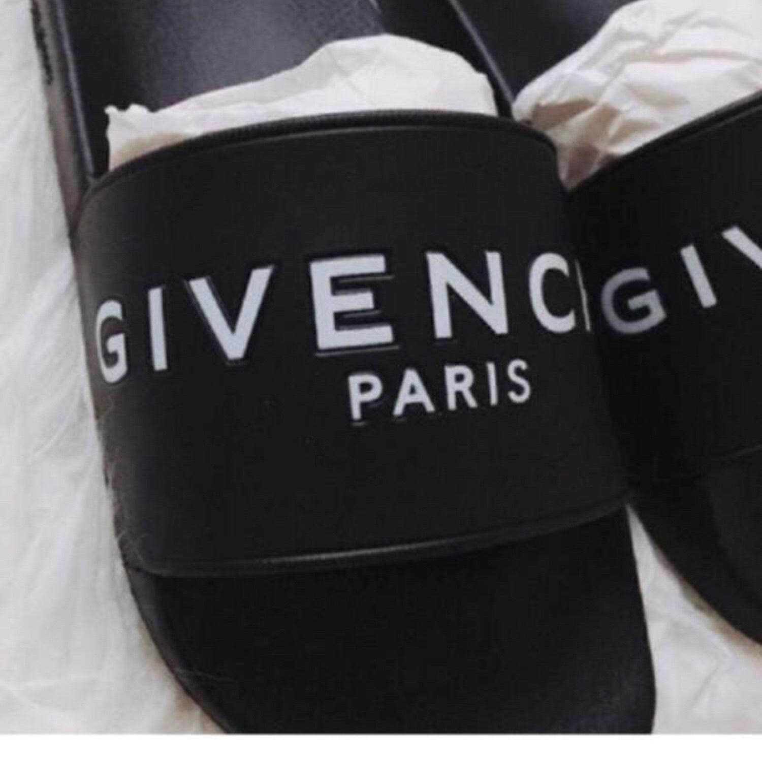 eca965a1b679 ... Man s Woman s:Givenchy Logo Logo Logo Printed Rubber Slides Sandals  Size US 6 Regular ...