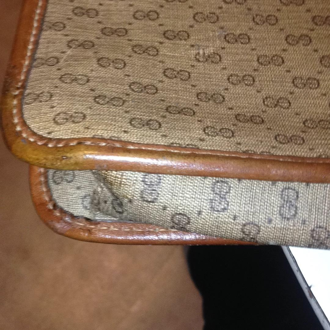 gucci case summary Gucci is an italian luxury brand of fashion and leather goods, which is owned by  the french  front bucket seats featured center armrest with vanity case and the  dashboard had pullout writing desk with  advertising and society review.