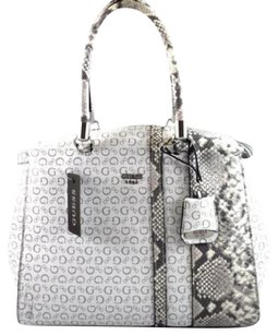 Guess Shoppers Tote in White