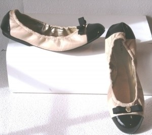 http://item2.tradesy.com/images/item/1/shoes/elie-tahari/9/elie-tahari-new-ballet-style-gibson-black-and-beige-flats-21606-3.jpg