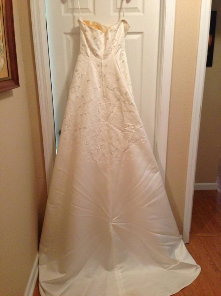 David 39 s bridal gloria vanderbilt wedding dress tradesy for Gloria vanderbilt wedding dress