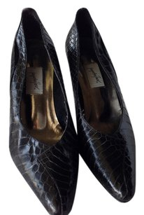 Jacquelin Ferrar Black Pumps