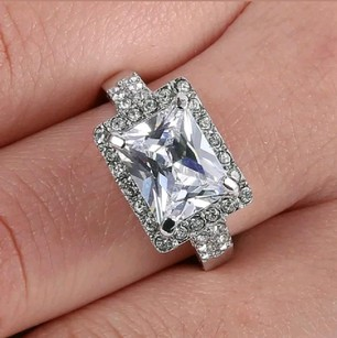 Jared White Gold Exquisite Princess & Round Cut Engagement Ring