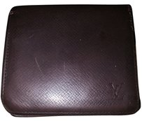 Louis Vuitton Louis Vuitton Cuir Taiga Men's Wallet