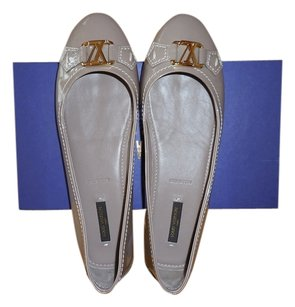 Louis Vuitton Taupe Flats