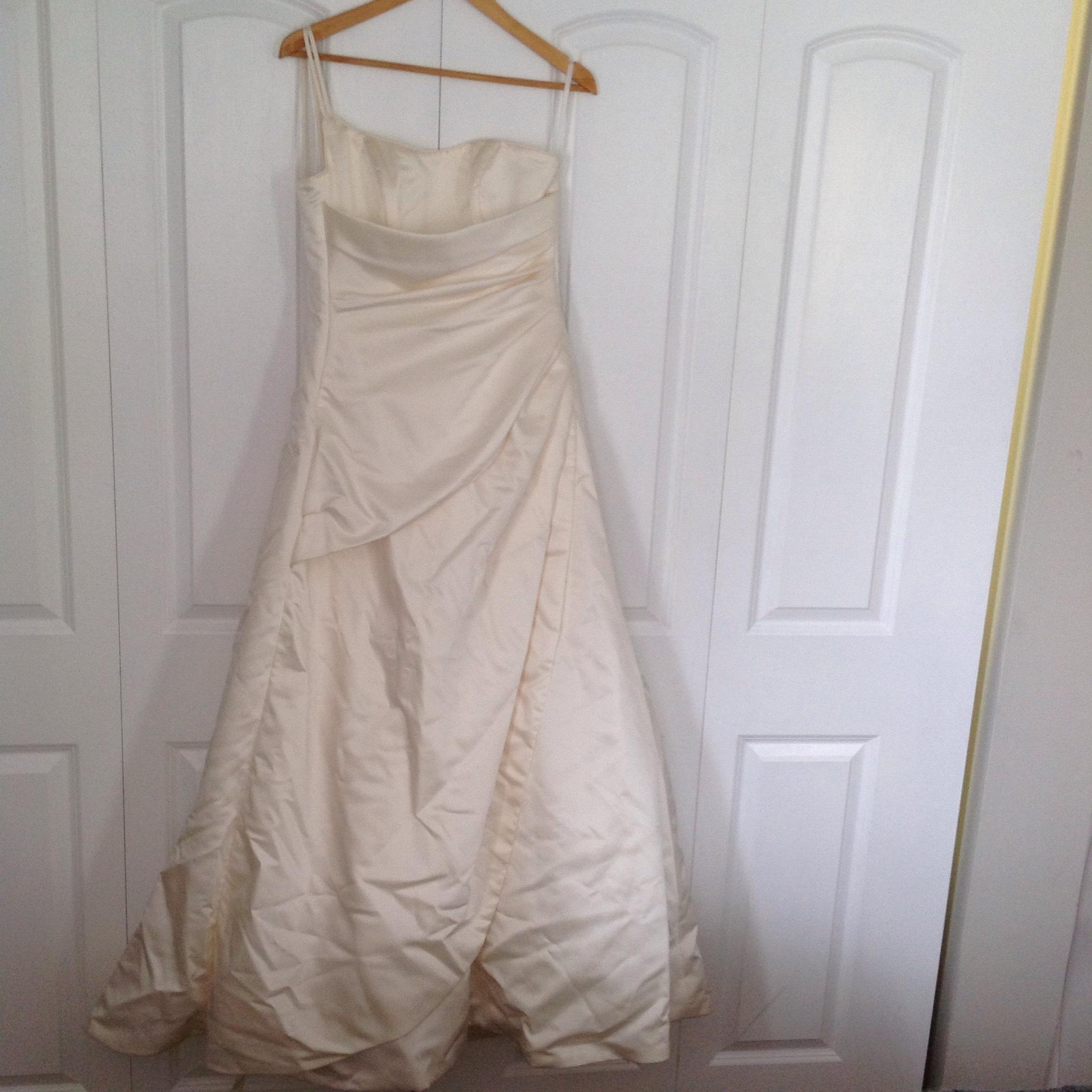 Maggie Sottero Ivory Polyester One Shoulder Lace Up Back Formal Wedding  Dress Size 6 (S ...