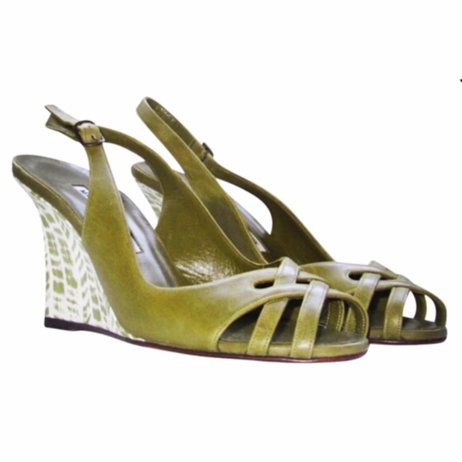 738577d8d53a ... where to buy manolo blahnik green wedges f80b2 61c8f