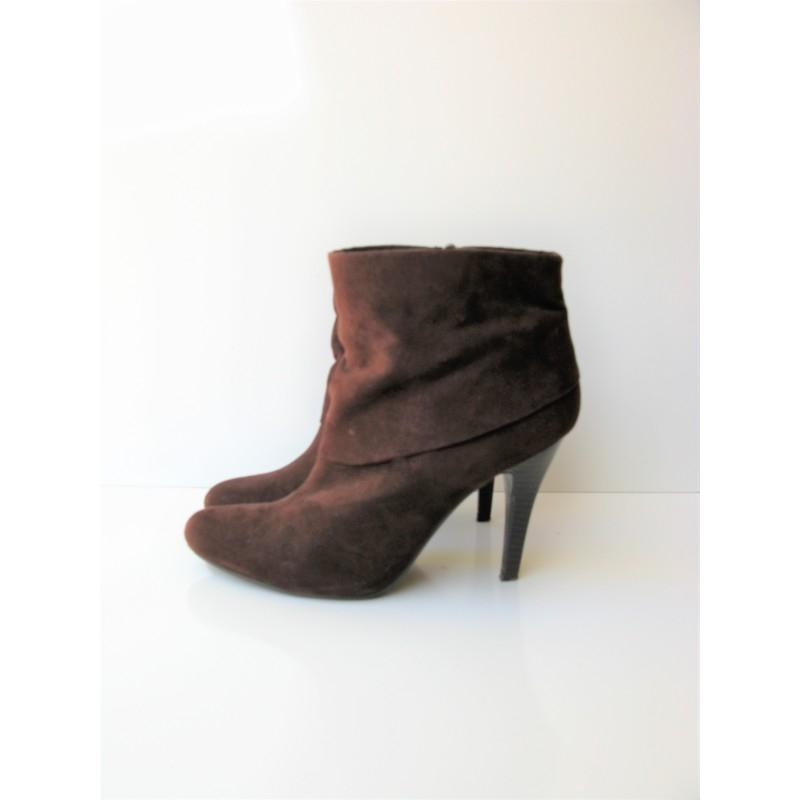 marc fisher brown vallay 4 cuffed micro suede ankle boots