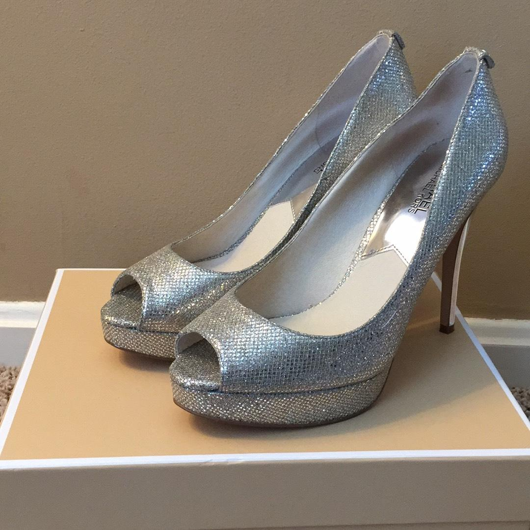 MICHAEL Michael Kors Silver Pumps Size US 9 Regular (M, B) ...