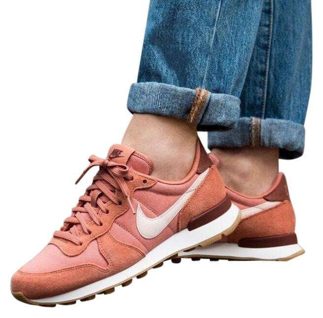Nike Women's Internationalist Sneakers. The Vintage Running Upper Sits Sole On A Traditional Running Sole Sits with A Waffle Sneakers Size US 9.5 Narrow (Aa, N) 1c1208