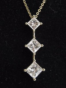 Other 18kt Princess Cut Diamond Three-stone Pendant Yellow Gold Necklace 18 2.03ct