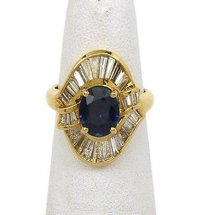 18kt Yellow Gold 2ctw Diamond 3ctw Oval Shape Sapphire Cocktail Ring