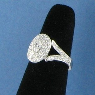 Kwiat Rox Ring 0.93cts Diamond Platinum Oval Center Stone Pave