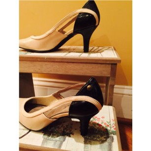 LifeStride Cream and Black Pumps