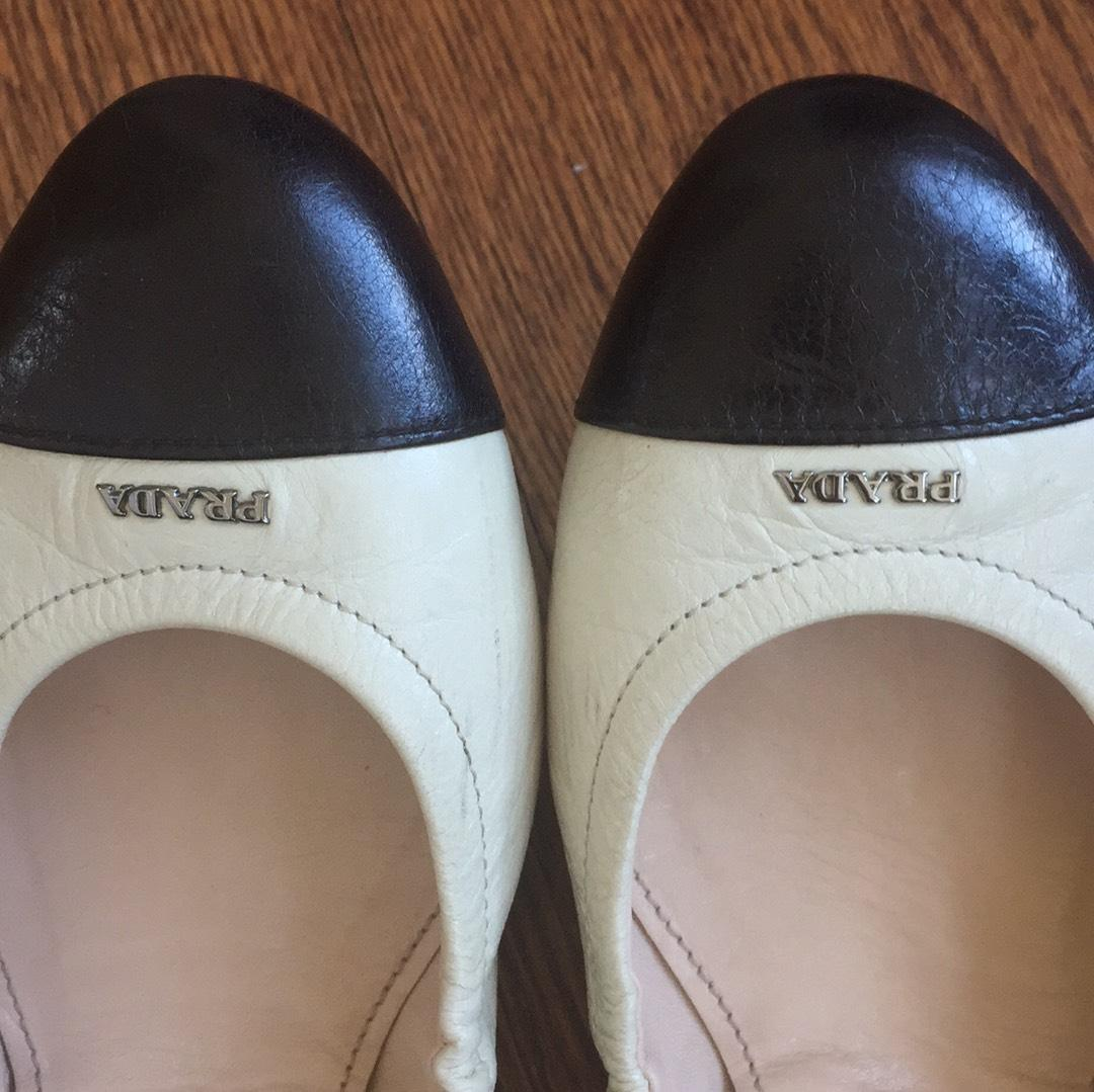 Find white black cap toe flats at ShopStyle. Shop the latest collection of white black cap toe flats from the most popular stores - all in one place.