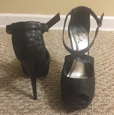 Qupid Sandal Peep Toe Black Glitter Pumps