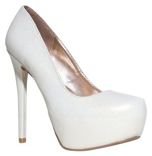Qupid White Pumps