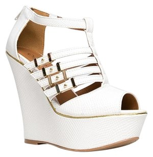 Qupid White Wedges