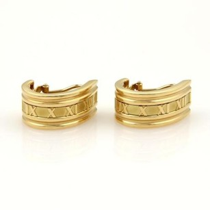 Tiffany & Co. Tiffany Co. Atlas Roman Numeral Curved Huggie Earrings In18k Gold