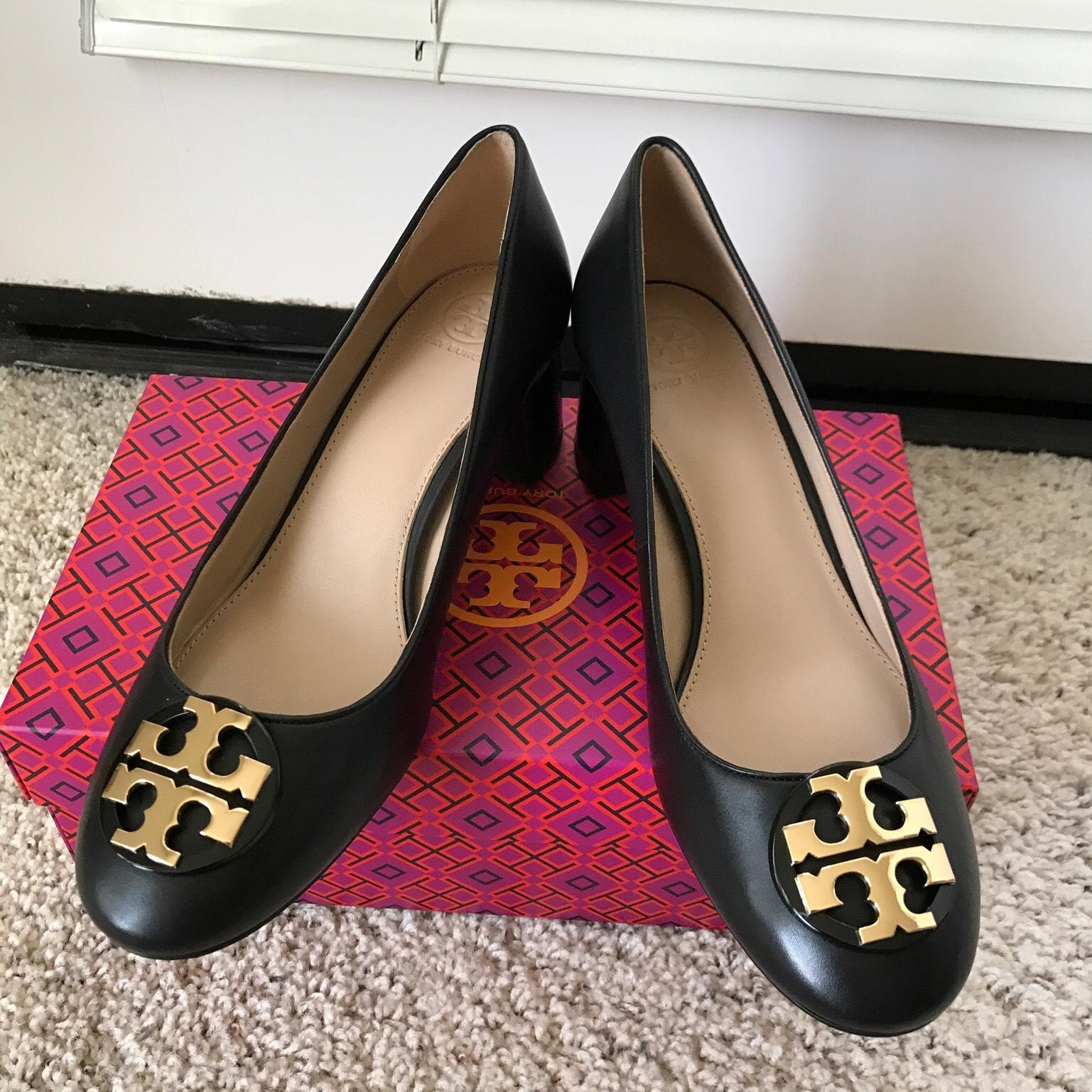 Tory Burch Black/ Gold 10m ' Janey ' 50mm Calf Leather Pumps Size US 10  Regular (M, B) - Tradesy