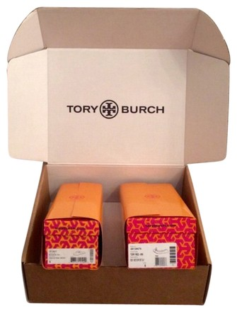 Preload https://item2.tradesy.com/images/tory-burch-orange-shipping-box-and-2-wrapped-shoe-boxes-2082211-0-0.jpg?width=440&height=440