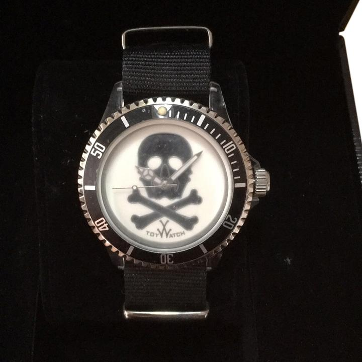 Toy watch skull
