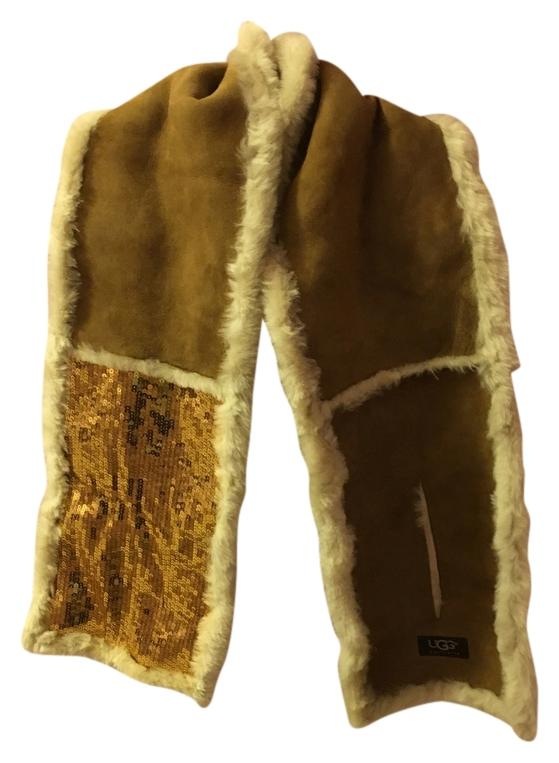 UGG Australia Beautiful and warm Ugg Australia scarf. Real fur ,fur origin Spain.