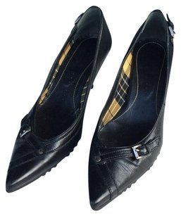 Vic Mati Black Pumps