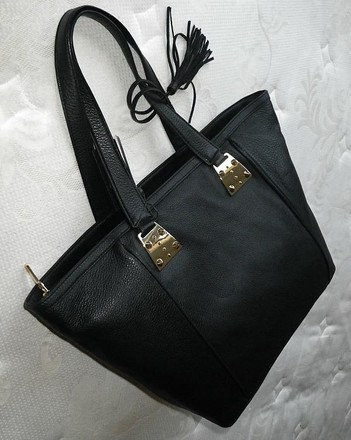 Vince Camuto Coach Louis Vuitton Dooney Bourke Gucci Rare Tote in Black